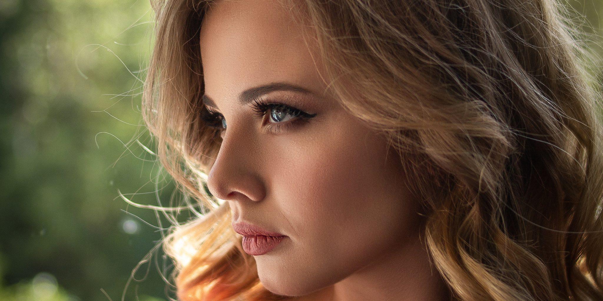 Strikingly beautiful woman